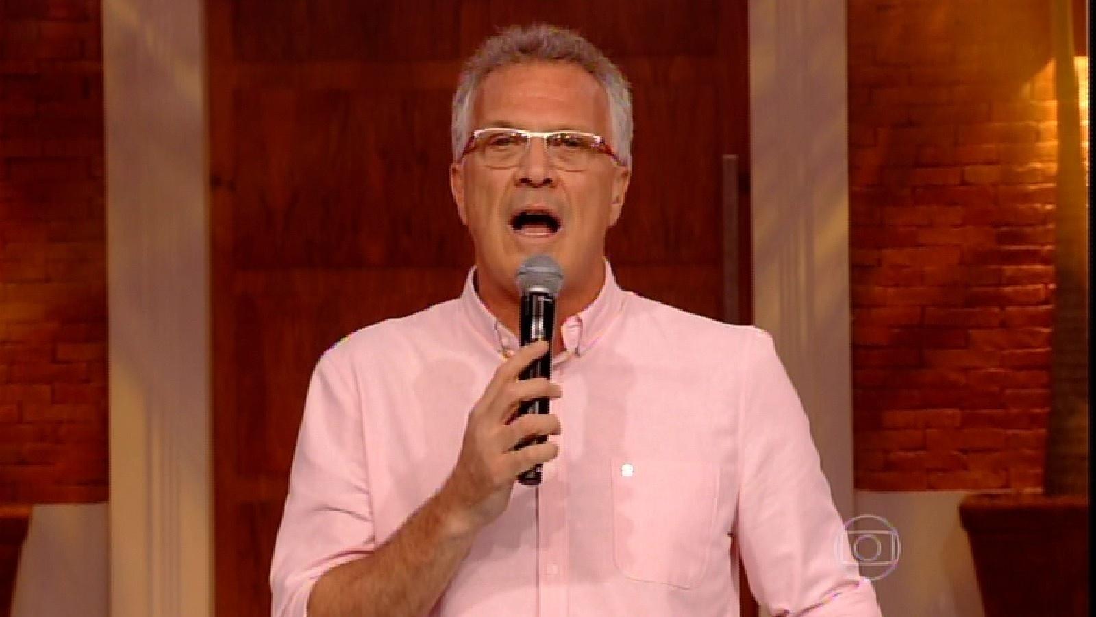 24.fev.2015 - Em noite de paredão, Pedro Bial comanda o programa da plateia do