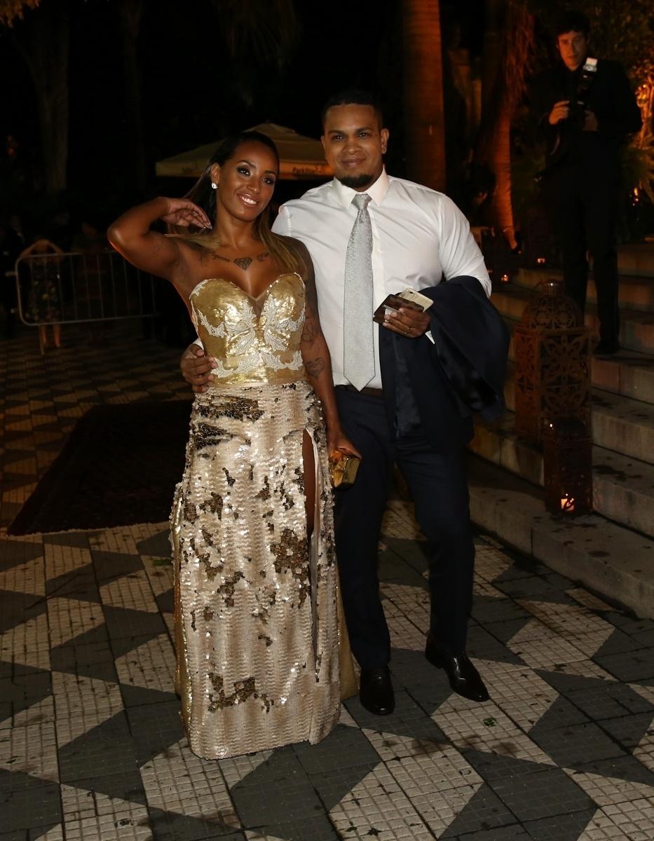 24.fev.2015 - O músico Rodriguinho chega à igreja Nossa ?Senhora do Brasil para o casamento de Thiaguinho e fernanda Souza