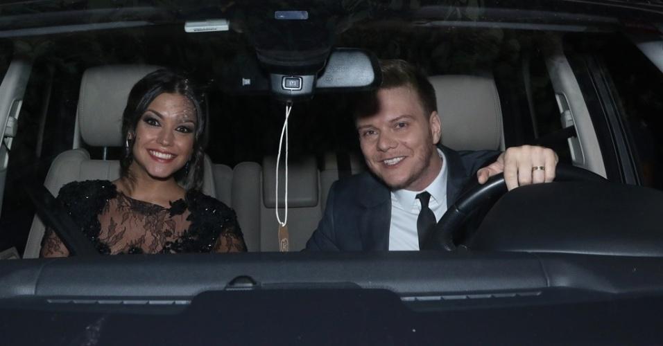 24.fev.2015 - Thaís Fersoza e Michel Teló chegam ao casamento de Fernanda Souza e Thiaguinho em São Paulo