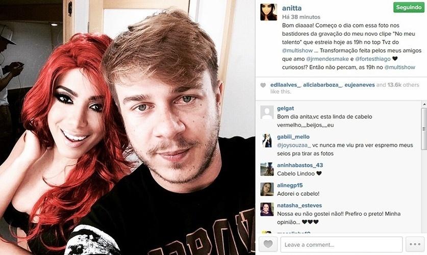 26.fev.2015 - Anitta mostra foto em que aparece com os cabelos vermelhos. Segundo a cantora, o visual diferente foi para um clipe.