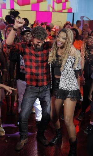 25.fev.2015 - Cauã Reymond dança funk ao lado de MC Ludmilla