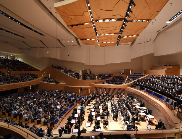 28.fev.2015 - Orquestra Filarmônica de Minas Gerais se apresenta em concerto de abertura da Sala Minas Gerais