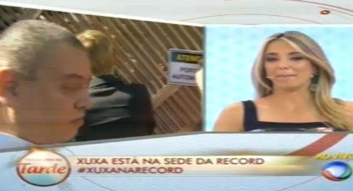 5.mar.2015 - Ticiane Pinheiro chora ao ver as primeiras imagens de Xuxa na Record