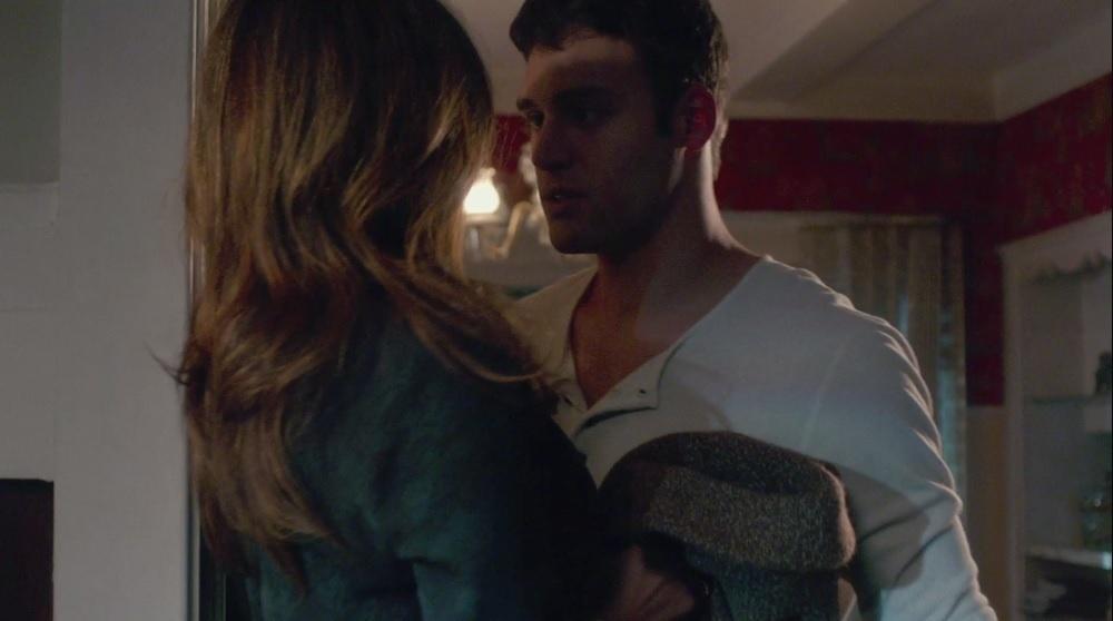 Jennifer Lopez e Ryan Guzman em cena de