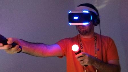 Editor do UOL Jogos, Théo Azevedo 'se joga' na realidade virtual do Morpheus na GDC