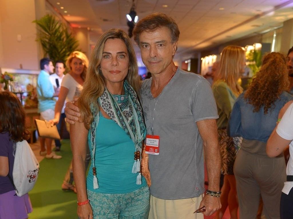 07.mar.2015 - A atriz Bruna Lombardi e o marido, o ator Carlos Alberto Riccelli