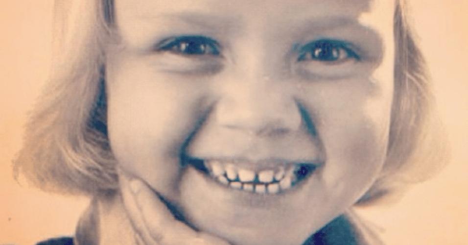 6.mar.2015 - Eliana voltou no tempo e mostrou seu sorriso de quando era uma pequena menina. A apresentadora relembrou sua infância em uma imagem postada no Instagram nesta sexta-feira