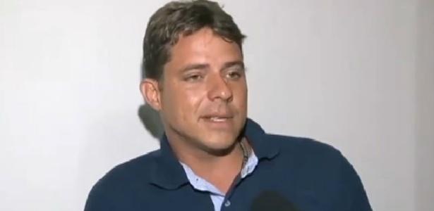 Rapaz que segurou em partes íntimas de Robert Rey pede desculpas na TV
