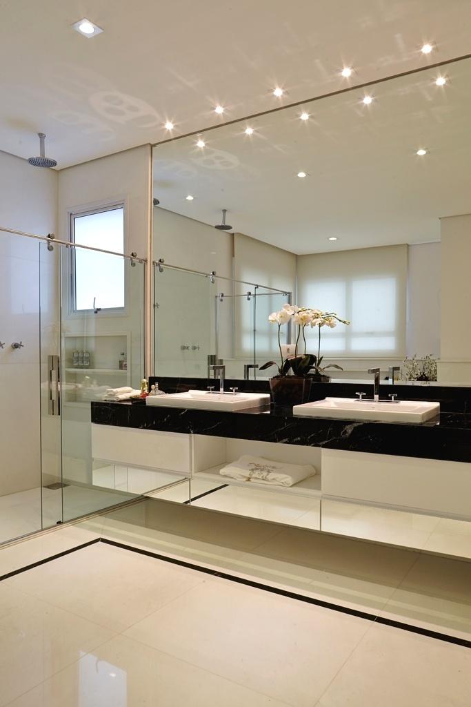 com25m2estebanheiroplanejadopelaarquitetaleonicealvesfoirevestido -> Banheiro Planejado Cinza