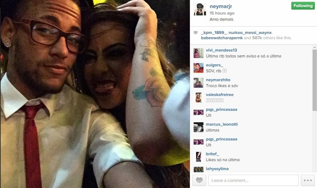 10.mar.2015 - Neymar faz declaração de amor pela irmã, Rafaella, na rede social Instagram. O jogador mostrou uma selfie com a maninha um dia depois de ela comemorar seu aniversário de 19 anos em uma boate de São Paulo