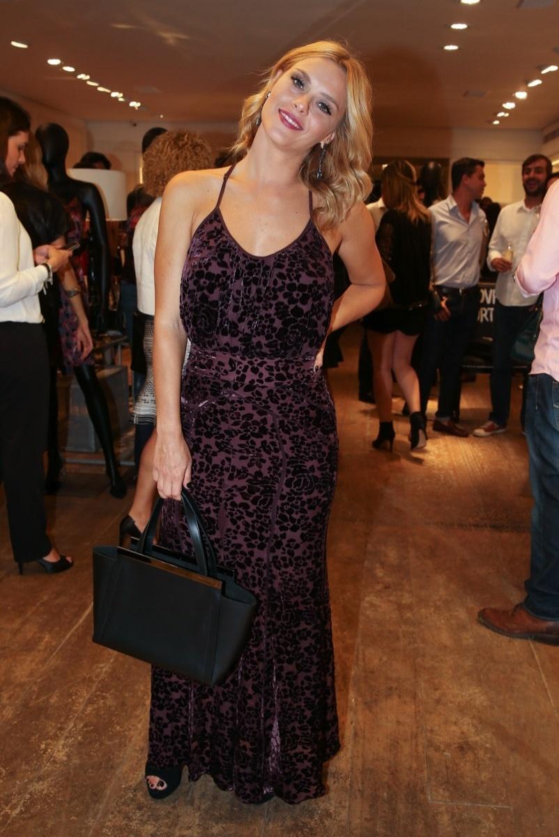 10.mar.2015- Carolina Dieckmann marca presença no lançamento de coleção de grife em São Paulo