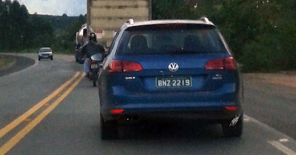 Volkswagen Golf Variant vista pelo leitor Pedro Vilar roda em testes em Poços de Caldas (MG)