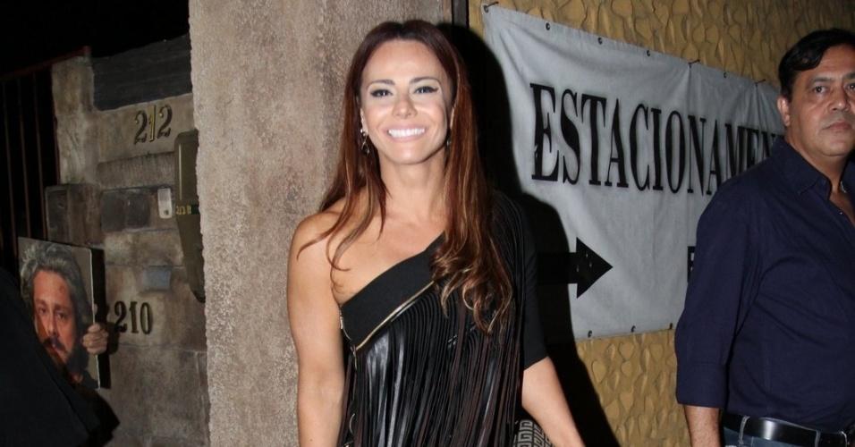 13.mar.2015 - Viviane Araújo chega para a festa do último capítulo de