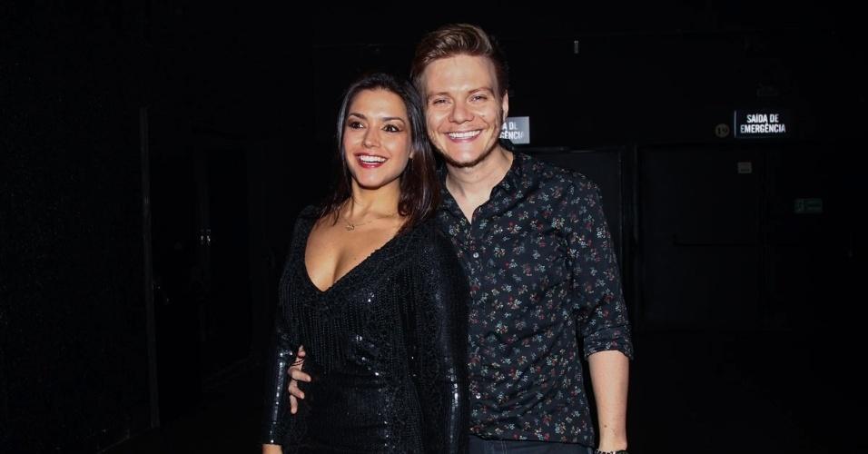 13.jan.2015 - O cantor Michel Teló e a atriz Thais Fersoza prestigiaram o encontro entre as duplas sertanejas no Espaço das Américas, em São Paulo