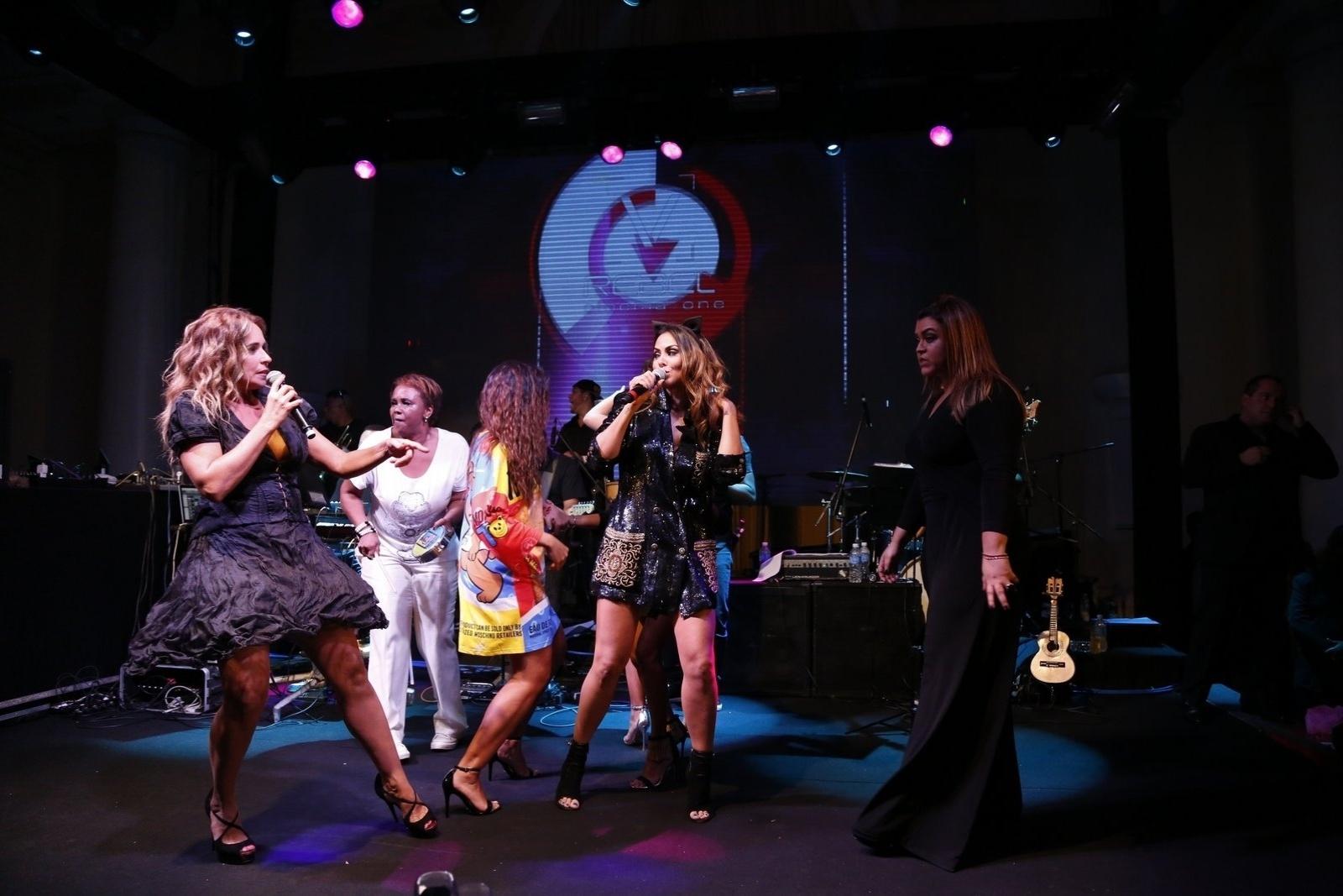 13.mar.2015 - Daniela Mercury canta sua música de trabalho