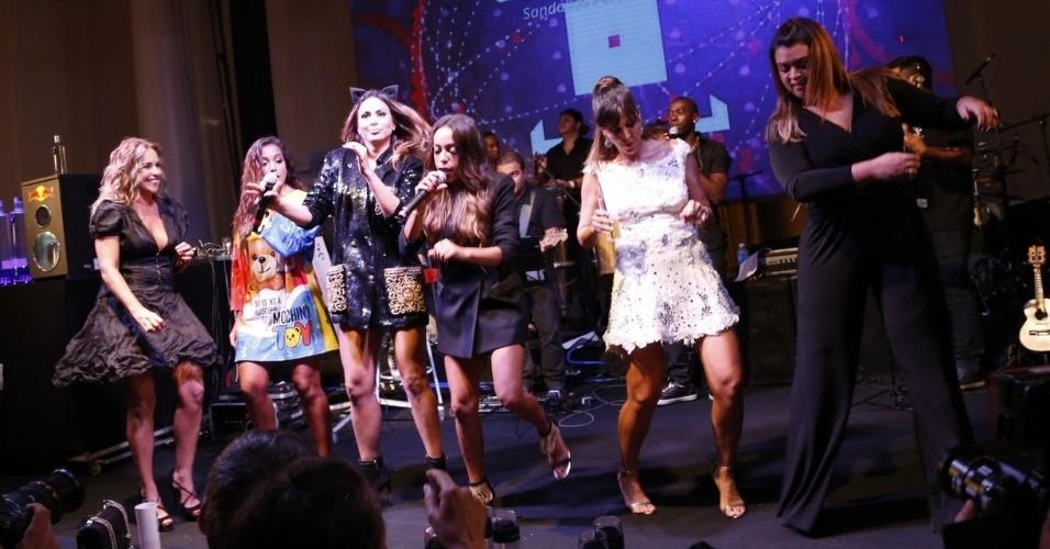 13.mar.2015 - Samantha Schmutz solta a voz no palco da festa de aniversário da promoter Carol Sampaio e surpreende a plateia no Copacabana Palace Hotel, na zona sul do Rio de Janeiro, na noite desta sexta-feira