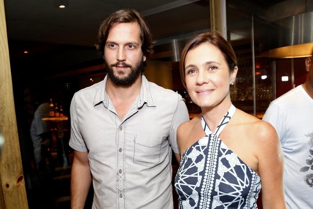 16.mar.2015 - Adriana Esteves chegou com o marido Vladimir Brichta na festa para do capítulo de