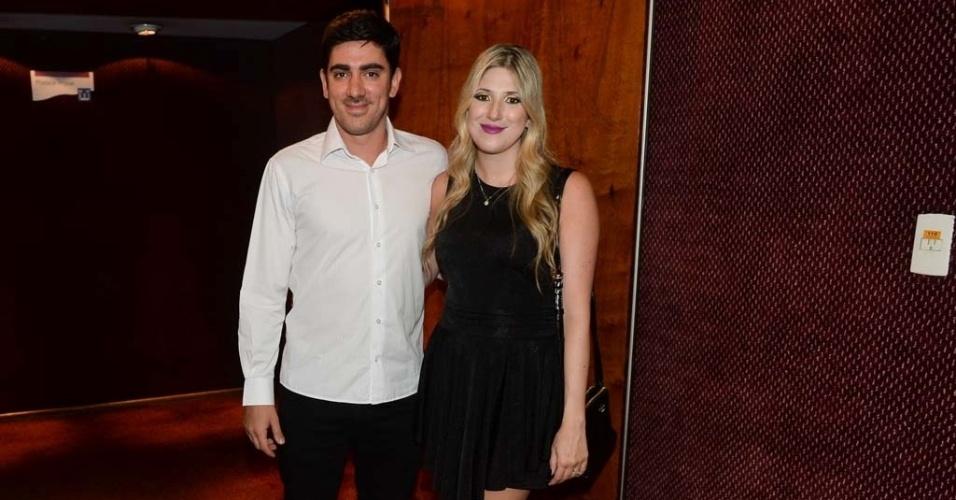 17.mar.2015 - O casal Marcelo Adnet e Dani Calabresa na cerimônia de entrega dos prêmios aos melhores das artes da APCA, no Teatro Paulo Autran, em São Paulo
