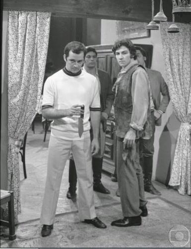 """1970 - Jerônimo Coragem (Cláudio Cavalcanti - morto em 2013 ) e Duda Coragem (Claudio Marzo) em cena da novela """"Irmãos Coragem"""""""