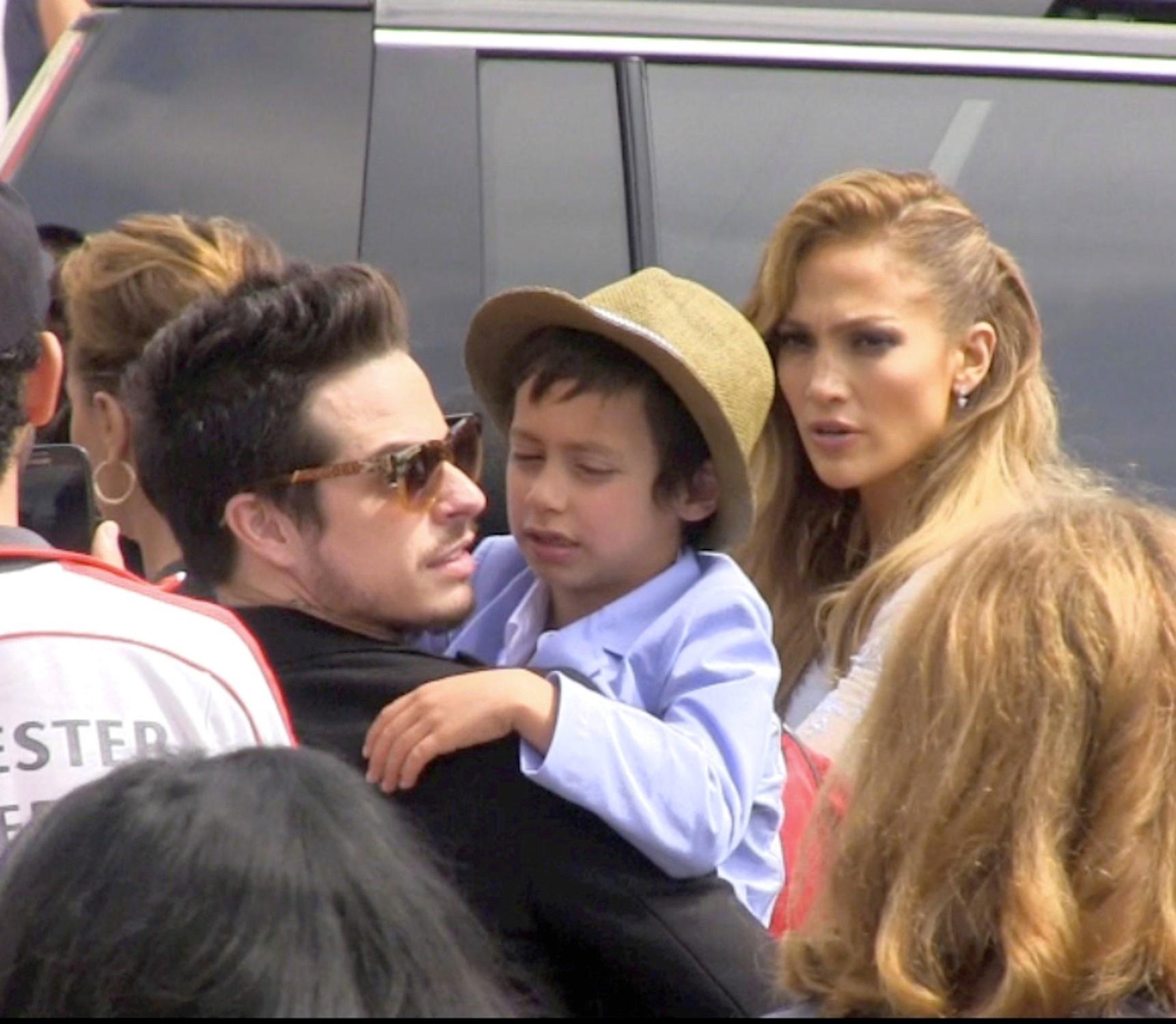 23.mar.2015 - Jennifer Lopez aparece ao lado do ex, Casper Smart