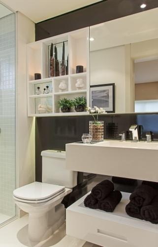 Banheiros a partir de 2,72 m² são ampliados por louças e móveis sob medida   -> Cuba Banheiro Latao