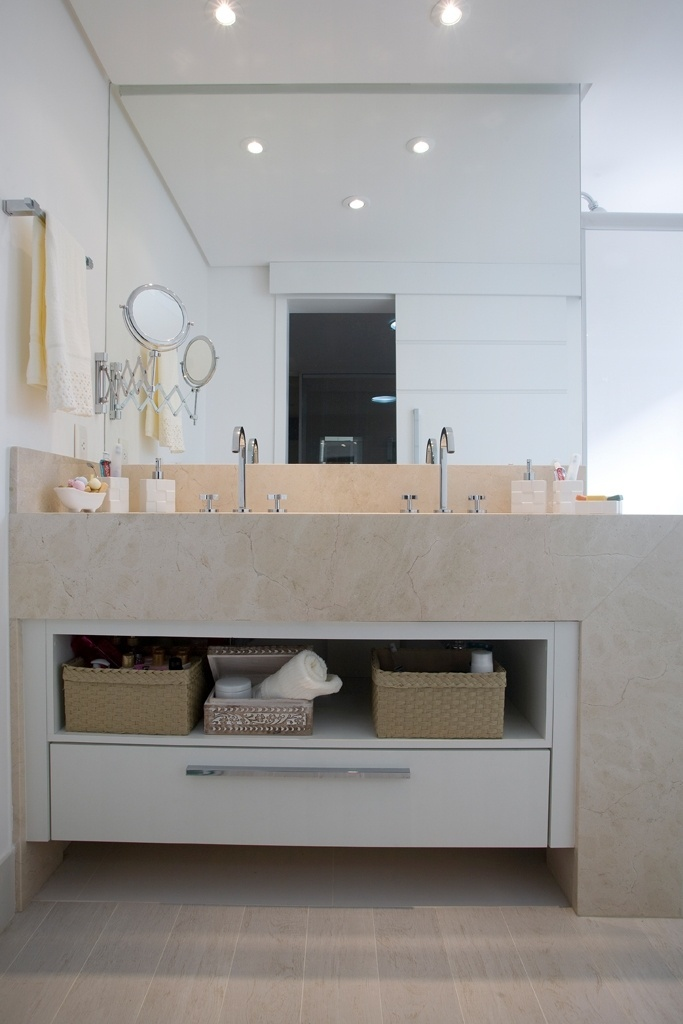Banheiros pequenos dicas de decoração para quem tem pouco espaço  BOL Fotos -> Banheiros Planejados Em Porto Alegre