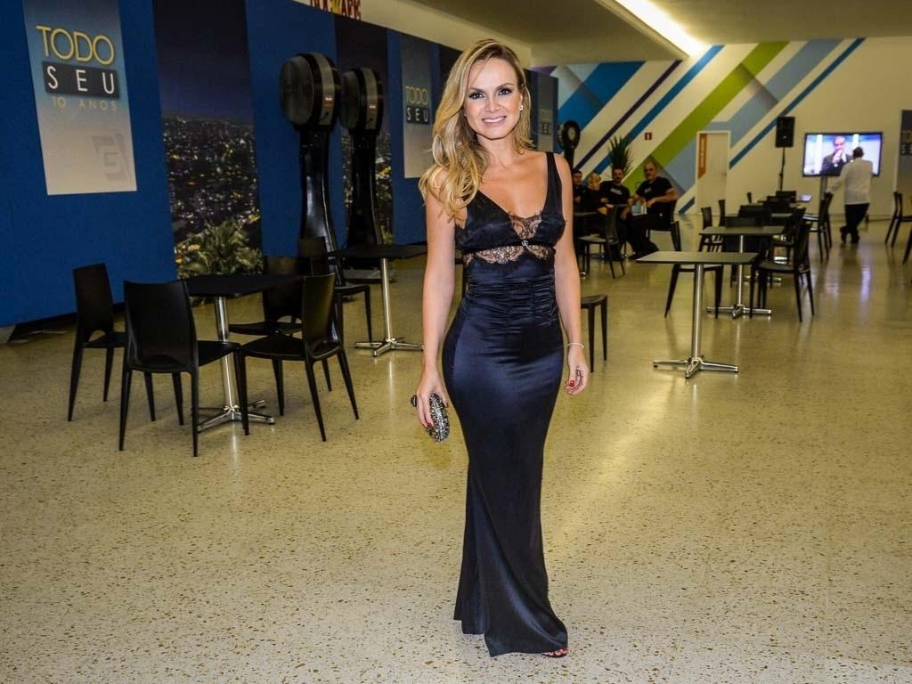 24.mar.2015 - A apresentadora Eliana na festa de 10 Anos do programa