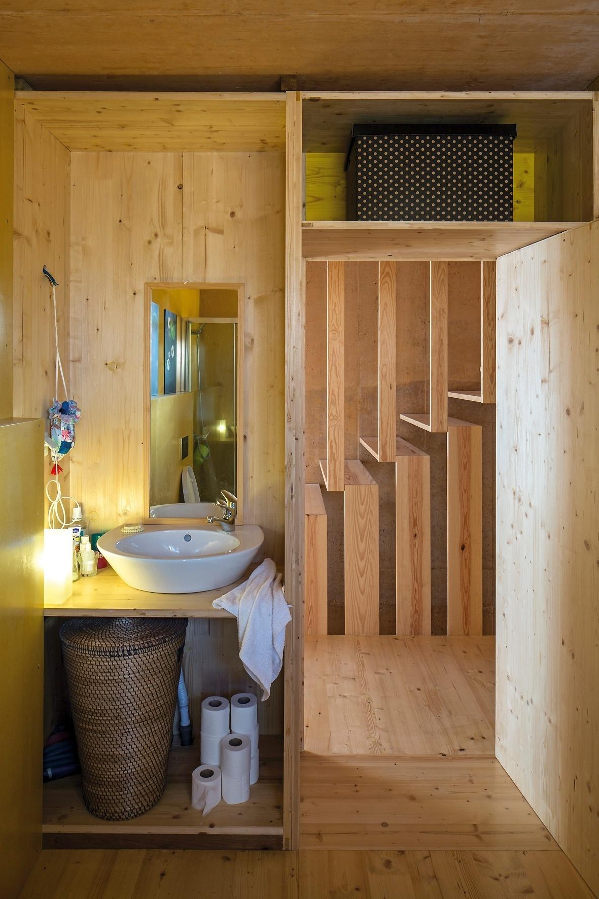 Banheiros pequenos: dicas de decoração para quem tem pouco espaço  #6C4A24 1181x1772 Banheiro Amarelo Decorado