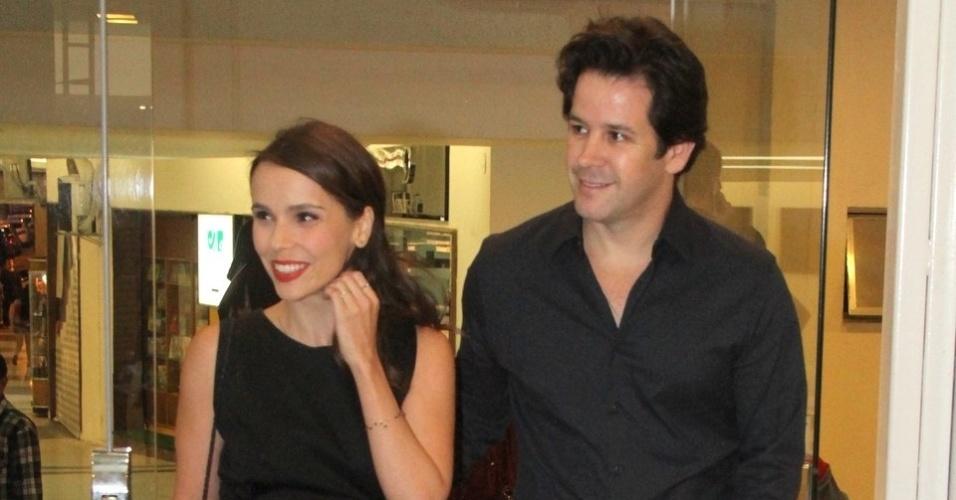 24.mar.2015 - O casal de atores Débora Falabella e Murilo Benício chega ao 9º Prêmio APTR de Teatro, no Imperator, no Meier, zona norte do Rio de Janeiro, nesta terça-feira