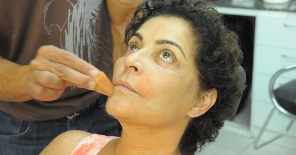 """Caracterização de envelhecimento da atriz Angelina Muniz, que interpreta a rainha Tuya, """"Os Dez Mandamentos"""""""