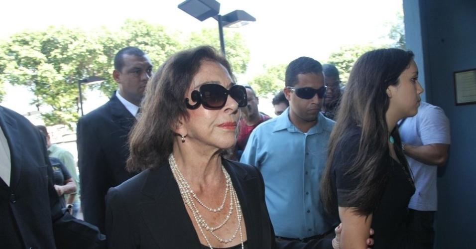 26.mar.2015 - Betty Faria chega ao velório do ator Claudio Marzo, com quem foi casada