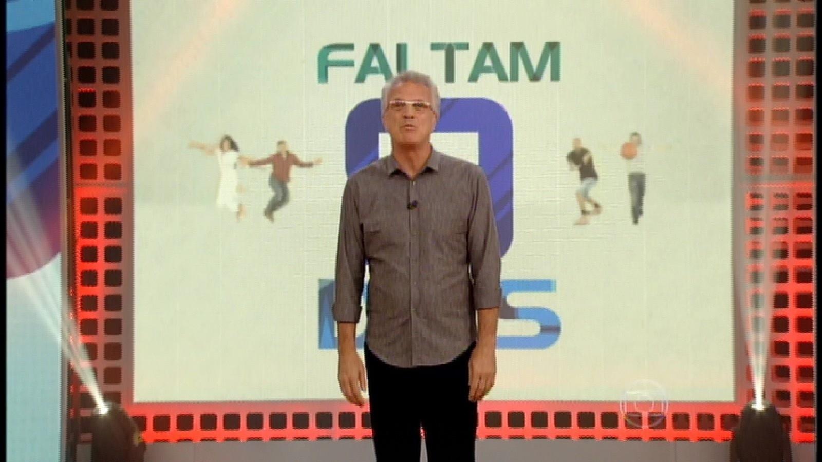 29.mar.2015 - Ao iniciar o programa que formará o 10º paredão, Pedro Bial anuncia que faltam 9 dias para a final do programa