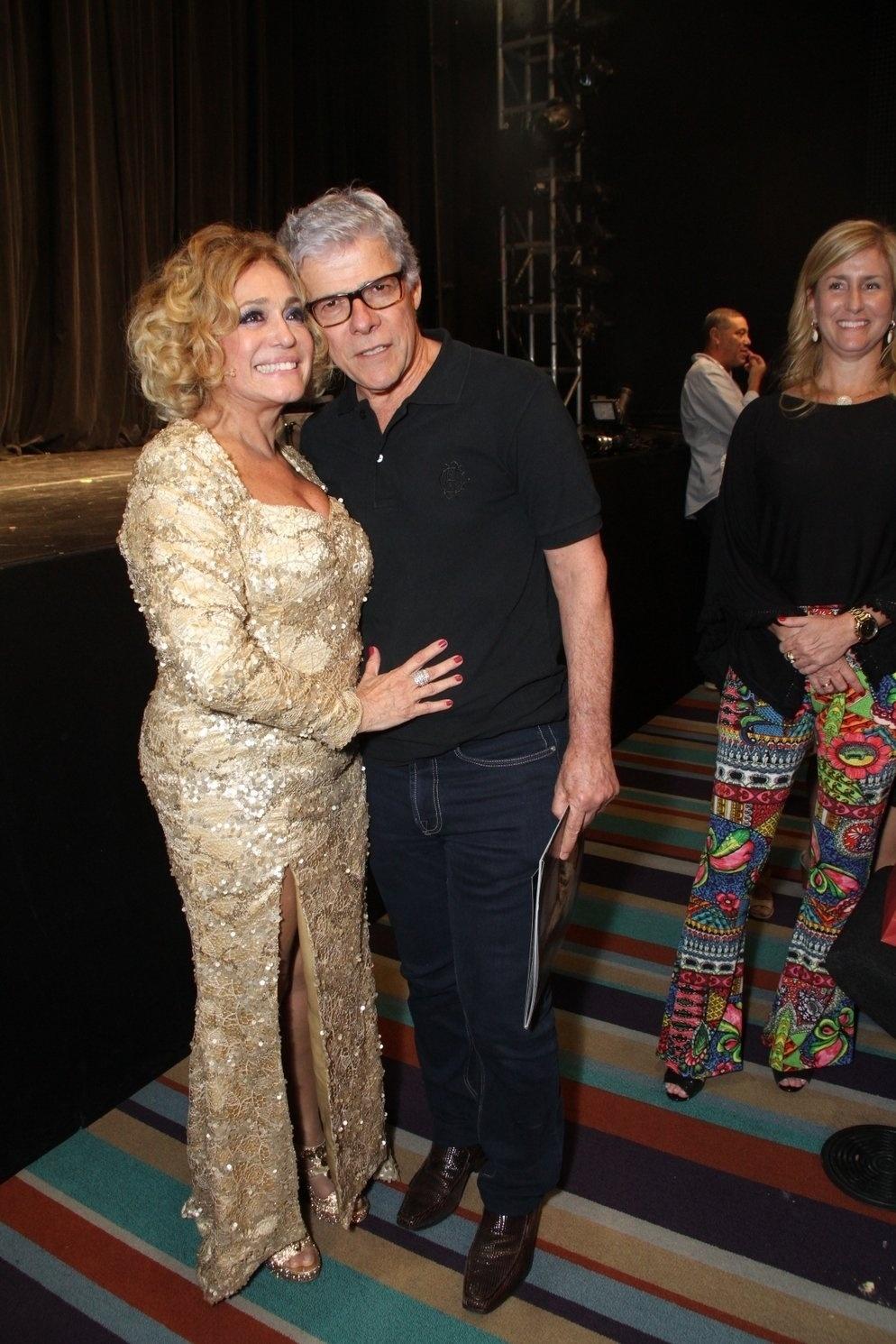 31.mar.2015 - Susana Vieira posa com José Mayer após a estreia da peça