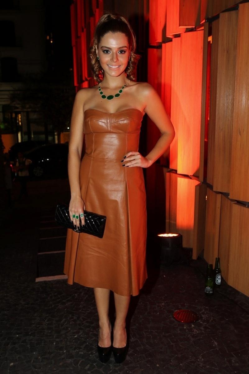1.abr.2015 - Giovanna Lancellotti escolhe um vestido de couro para o lançamento de uma coleção de joias no restaurante Bossa, zona sul de São Paulo, nesta quarta-feira