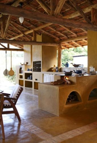 """decoracao cozinha caipira:Cozinhas rústicas têm jeito de interior e """"cheiro de casa de avó"""