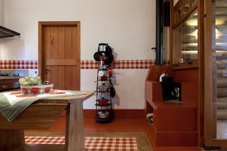 decorar cozinha rustica:Idealizada pela arquiteta Suzy Melo, esta cozinha com 16,5 m² fica em