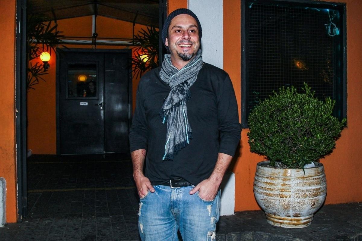 08.abr.2015 - Alexandre Nero chega ao aniversário de 41 anos de Marco Luque