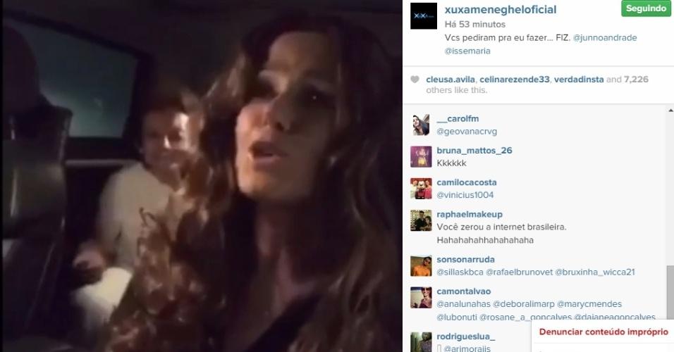 13.abr.2015 - Usando uma peruca que lembra os cabelos da cantora baiana, Xuxa dubla Ivete cantando o trecho de uma música de humor. Na legenda, dá um aviso bem-humorado aos fãs: