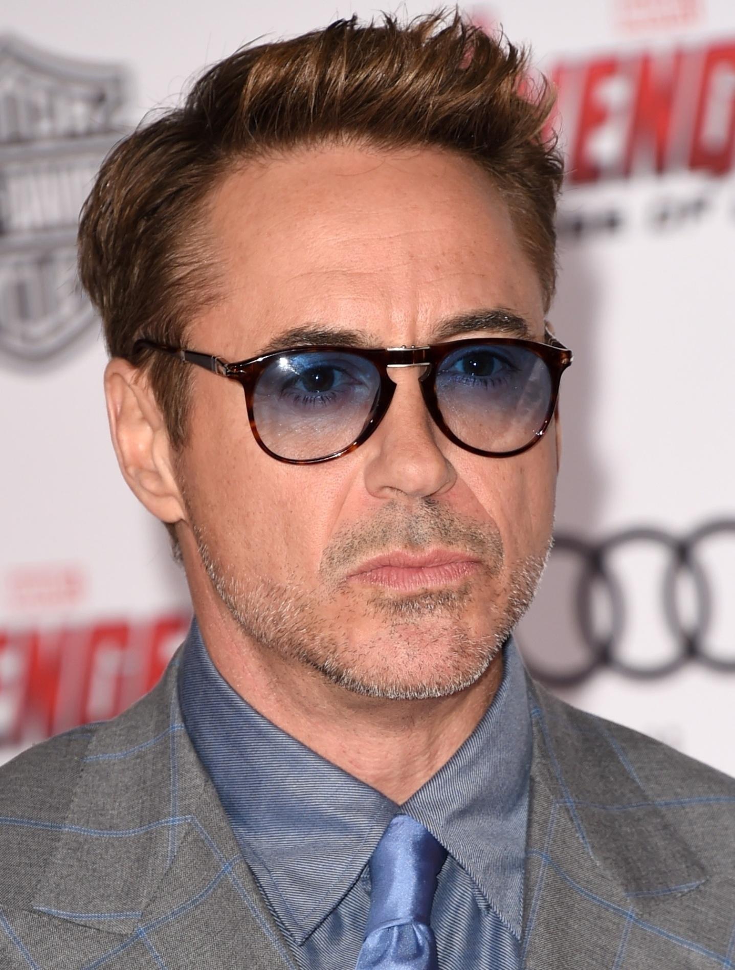 13.abr.2015 - Robert Downey Jr., que interpreta o Homem de Ferro, comparece a pré-estréia de