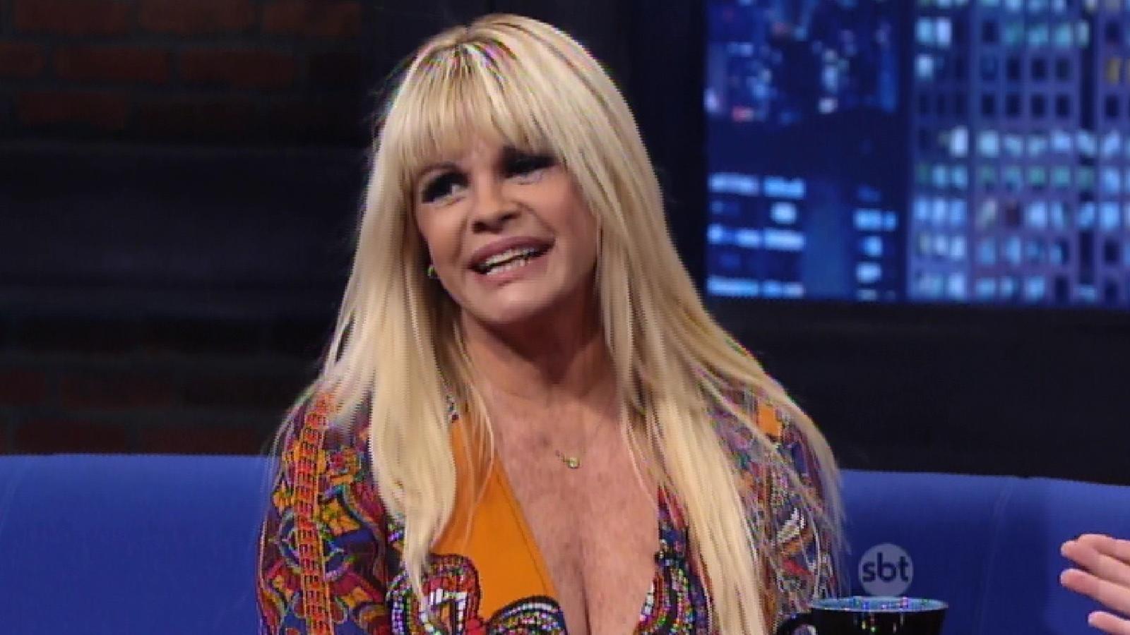 15.abr.2015 - Monique Evans fala sobre sua homossexualidade no programa do Danilo Gentili