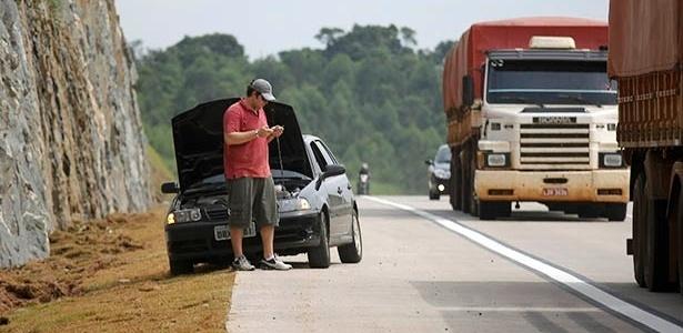 Motorista parado no trecho sul do Rodoanel, em São Paulo: falta de cuidado e planejamento pode levar passeio a terminar... no acostamento da estrada