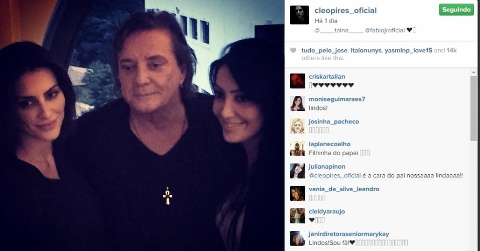 16.abr.2015 - Cleo Pires publicou uma foto em seu Instagram ao lado do pai, Fábio Jr., e da irmã, Tainá