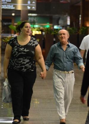 Lilian, que sempre acompanha Renato Aragão nos eventos, disse que o marido já escreve para a atração