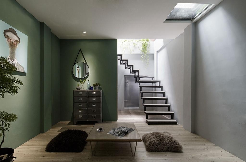 Nessa casa reformada pelo escritório House Design, em Pingtung, na China, as claraboias iluminam cômodos centrais que sofriam com a falta de janelas. O projeto, aliás, foi batizado de Adventure of Light