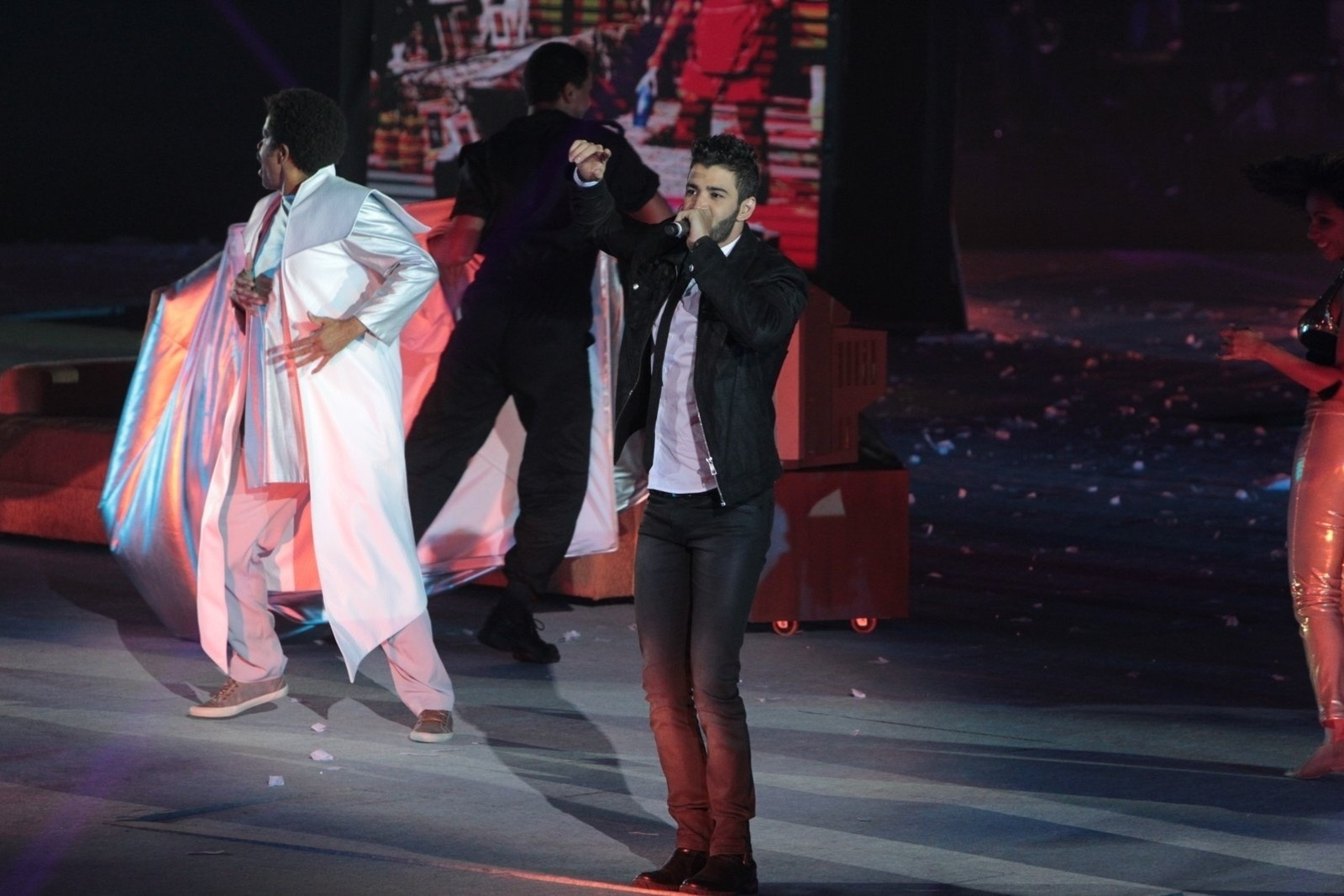 23.abr.2015 - Gusttavo Lima empolgou o público no show em comemoração aos 50 anos da TV Globo, no Maracanãzinho