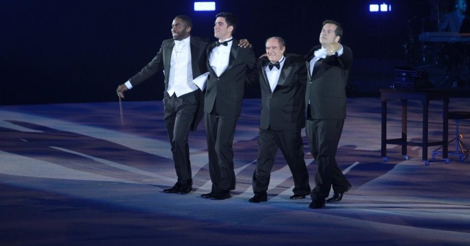 23.abr.2015 - Renato Aragão, Marcelo Adnet, Leandro Hassum e Lázaro Ramos se apresentam no show em comemoração aos 50 anos da TV Globo, no Maracanãzinho