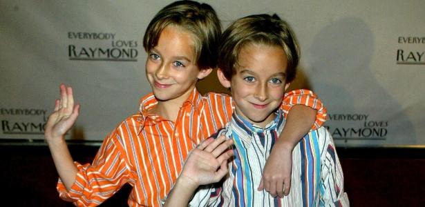 "Os irmãos gêmeos Sullivan Sweeten e Sawyer Sweeten, que interpretaram irmãos em ""Everybody Loves Raymond"""