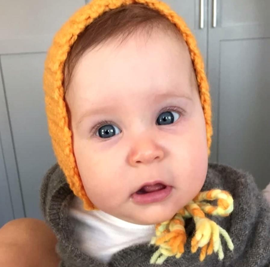 Robert Downey Jr. mostra pela primeira vez a foto da filha, Avri, recém-nascida