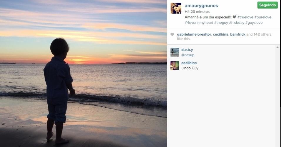27.abr.2015 - O jogador de futebol Amaury Nunes fez uma homenagem a Guy, filho caçula de Danielle Winits, sua ex-namorada. O garotinho, fruto do casamento entre ela e o também ator Jonatas Faro, completa três anos na terça-feira. Na legenda da foto, que mostra o menino na praia, ele escreveu: