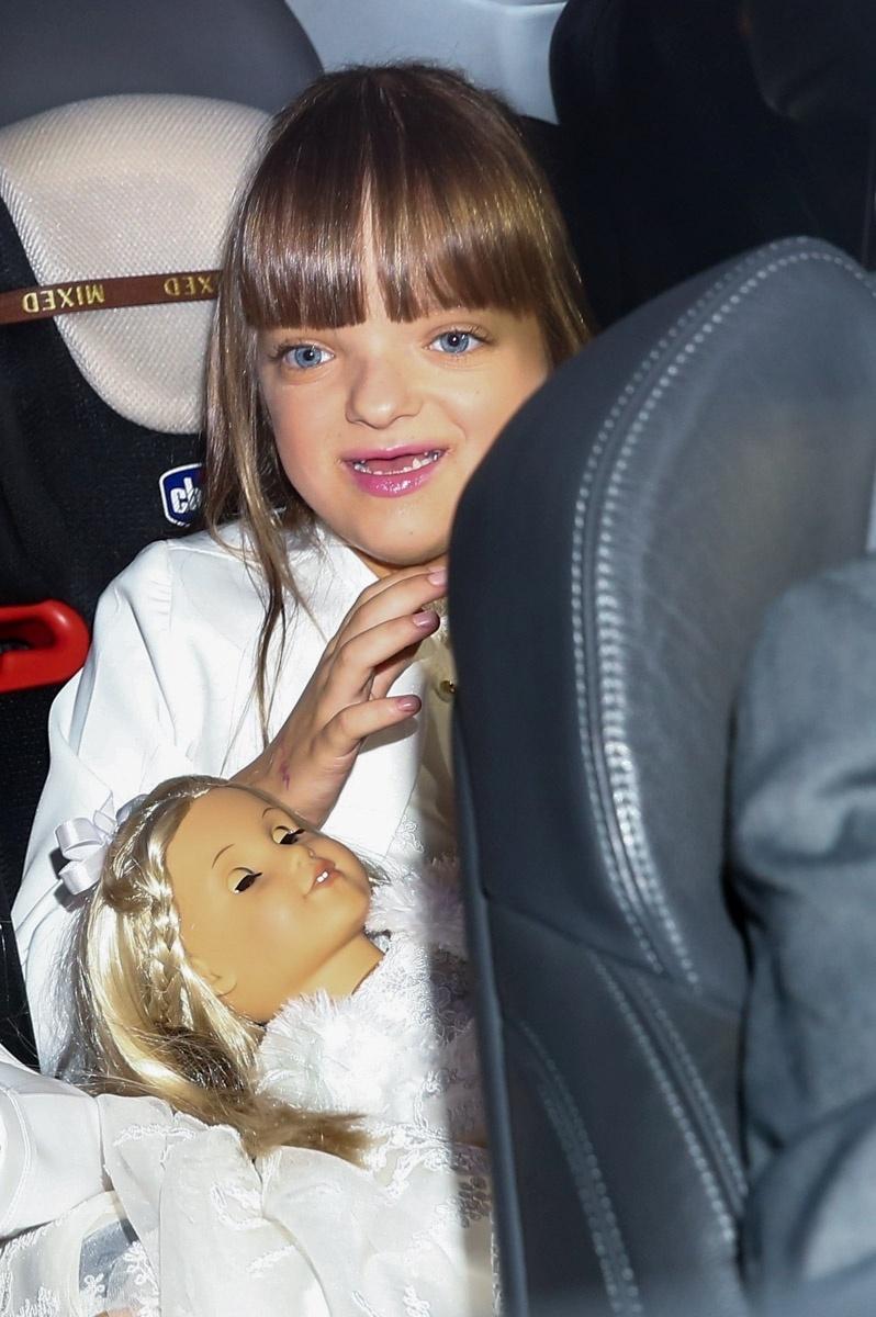 30.abr.2015 - Rafaella, filha de Roberto Justus com Ticiane Pinheiro, chega para o casamento do pai com a modelo Ana Paula Siebert no Leopolldo Buffet, em São Paulo. Ela será uma das daminhas da cerimônia